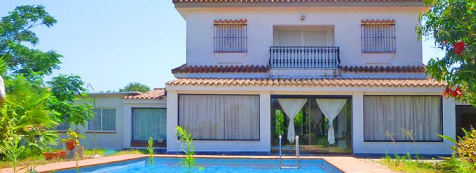 Impresionante villa con hermosos jardines y piscina en Conil de la Frontera, Costa de la Luz en venta!